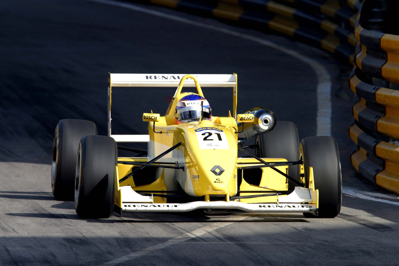 Heikki Kovalainen finished 2nd with Fortec Motorsports at the 2002 Macau Grand Prix