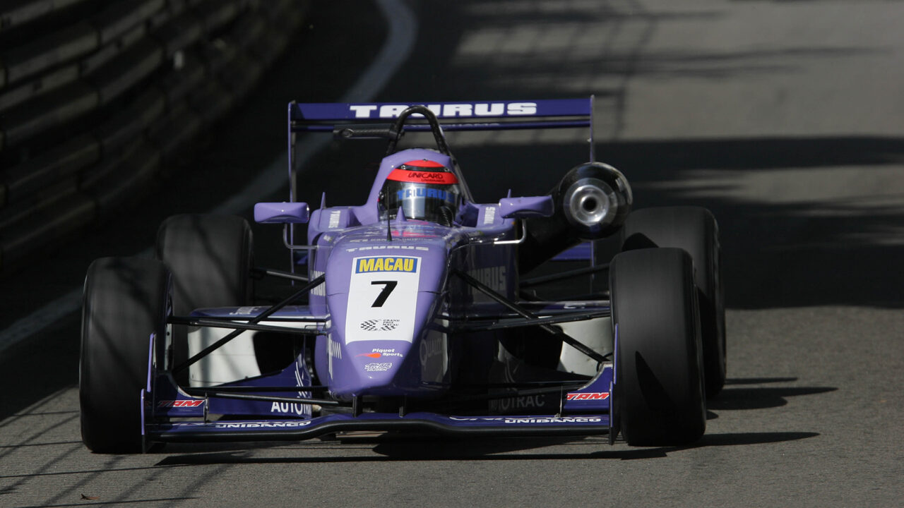 Nelson Piquet Jr finished 10th in the 2004 Macau Grand Prix